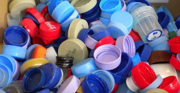 Συγκεντρωστε οσα πιο πολλά καπάκια μπουκαλιών μπορείτε και βοηθήστε το ΚΑΑΠ Βούλας να αποκτήσει δωρεάν αναπηρικά καροτσάκια.
